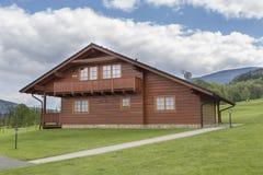 Casa de madera agradable Imágenes de archivo libres de regalías