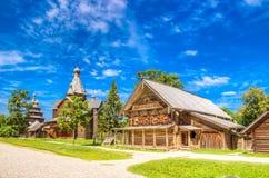Casa de madera C de la calle del pueblo de Vitoslavlitsy de la arquitectura del museo Fotografía de archivo libre de regalías