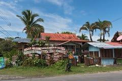 Casa de madera colorida en Puerto Viejo de Talamanca, Costa Rica Imagenes de archivo