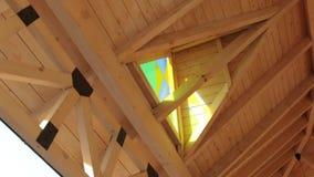 Casa de madera con el vitral metrajes