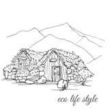 Casa de madera con la hierba en el tejado en el fondo de las montañas en el estilo del bosquejo foto de archivo