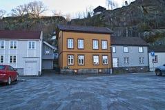 Casa de madera de dos pisos vieja en Halden imagen de archivo libre de regalías