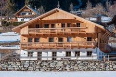 Casa de madera de la montaña Imágenes de archivo libres de regalías