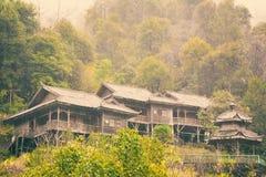 Casa de madera de la selva tropical Fotografía de archivo libre de regalías