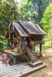 Casa de madera del alcohol tailandés para el ángel tailandés foto de archivo libre de regalías