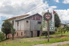 Casa de madera del país viejo Foto de archivo
