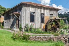 Casa de madera del país viejo Fotografía de archivo