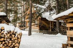 Casa de madera en el bosque Imagen de archivo