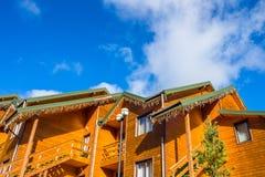 Casa de madera en las montañas Imagen de archivo libre de regalías