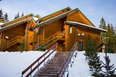 Casa de madera en las montañas Fotografía de archivo libre de regalías