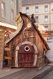 Casa de madera hecha a mano del cuento de hadas Fotos de archivo libres de regalías