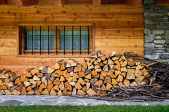 Casa de madera Italia de la montaña Foto de archivo