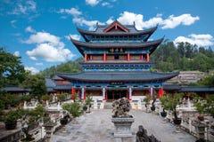Casa de madera Lijiang, rollos del piso de Yunnan Fotografía de archivo libre de regalías