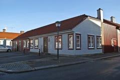 Casa de madera más inferior vieja en Halden. fotografía de archivo