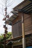 Casa de madera mínima por la tarde Fotografía de archivo libre de regalías