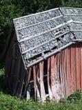 Casa de madera que se derrumba Foto de archivo libre de regalías