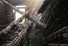 Casa de madera quemada-abajo Fotografía de archivo