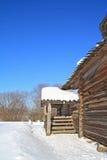 Casa de madera rural fotografía de archivo