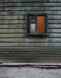 Casa de madera típica en Tallinn Imagenes de archivo
