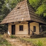 Casa de madera tradicional rumana Imagenes de archivo