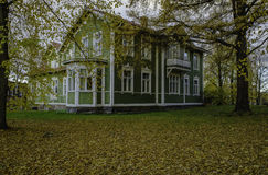 Casa de madera verde Imagen de archivo