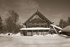 Casa de madera vieja imagenes de archivo