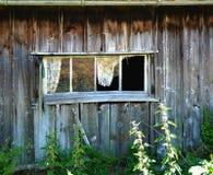 Casa de madera vieja, casas del jardín fotografía de archivo libre de regalías