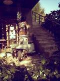 Casa de madera vieja con el brillo ligero del sol Fotos de archivo libres de regalías