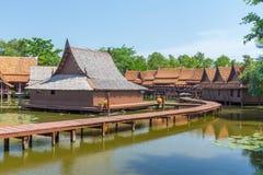Casa de madera vieja del vintage del estilo de Tailandia Foto de archivo