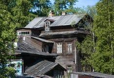 Casa de madera vieja en Arkhangelsk Imagenes de archivo