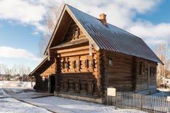 Casa de madera vieja en Rusia Imagenes de archivo