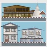 Casa de madera y concreta al azar en área residencial Imagen de archivo libre de regalías