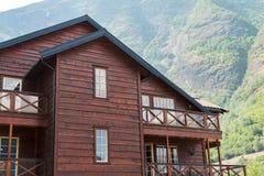 Casa de madera y el acampar en montañas Foto de archivo