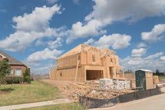 Casa de marco de madera bajo construcción Pearland, Tejas, los E.E.U.U. Imagen de archivo