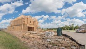 Casa de marco de madera bajo construcción Pearland, Tejas, los E.E.U.U. Fotografía de archivo libre de regalías
