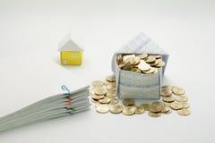 Casa de moedas de ouro e de original da sobrecarga da pilha Imagem de Stock Royalty Free