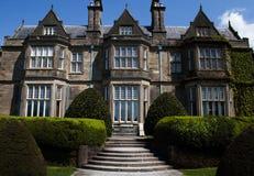 Casa de Muckross en el parque nacional de Killarney en el anillo de Kerry Imágenes de archivo libres de regalías