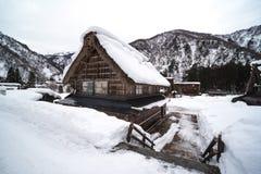 casa de nevado em japão imagem de stock