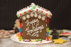 Casa de pão-de-espécie boas festas! Imagens de Stock Royalty Free