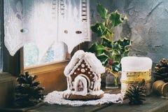 Casa de pão-de-espécie pequena Imagens de Stock Royalty Free