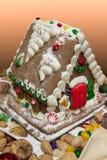 Casa de p?o-de-esp?cie decorada com doces Imagens de Stock