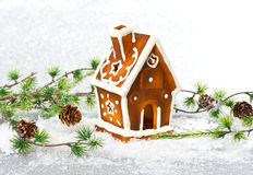 Casa de pan de jengibre decorativa de la Navidad Foto de archivo libre de regalías