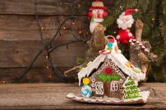 Casa de pan de jengibre Dulces del día de fiesta de la Navidad La Navidad europea Foto de archivo libre de regalías