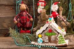 Casa de pan de jengibre Dulces del día de fiesta de la Navidad La Navidad europea fotos de archivo