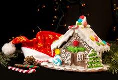 Casa de pan de jengibre Dulces del día de fiesta de la Navidad La Navidad europea fotografía de archivo libre de regalías