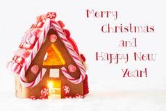 Casa de pan de jengibre, fondo blanco, Feliz Año Nuevo de la Feliz Navidad Imagen de archivo