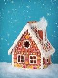 Casa de pan de jengibre hecha en casa Imágenes de archivo libres de regalías