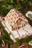 Casa de pan de jengibre hecha en casa del caramelo Fotografía de archivo libre de regalías