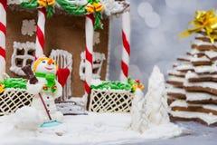 Casa de pan de jengibre, árbol de navidad del pan de jengibre, un muñeco de nieve del su Imágenes de archivo libres de regalías