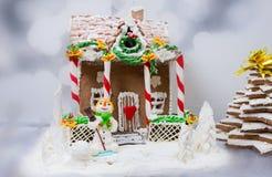 Casa de pan de jengibre, árbol de navidad del pan de jengibre y una masilla del azúcar Foto de archivo libre de regalías